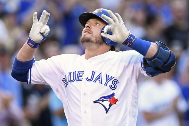 Josh Donaldson a expédié deux lancers par-dessus la... (Frank Gunn, La Presse Canadienne)