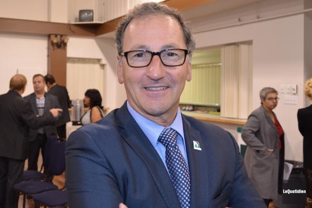 Le maire Richard Hébert se montre très satisfait... (Archives Le Quotidien)