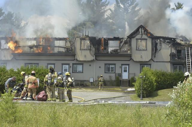 Les flammes ont complètement fait disparaître le second... (Spectre Média, Maxime Picard)