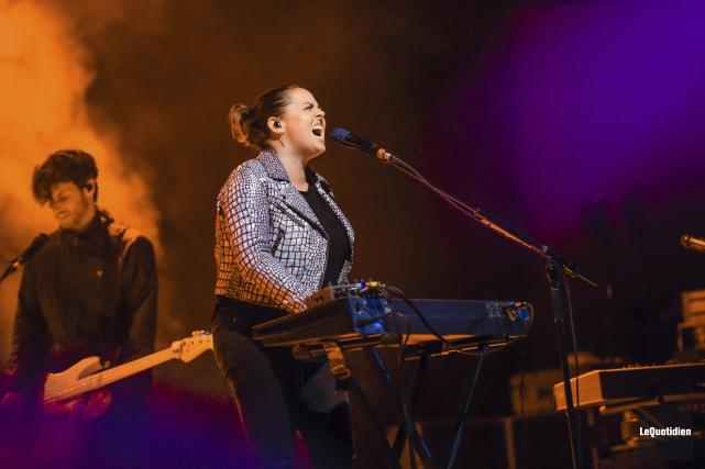 Très impliquée dans sa musique, Ariane Moffatt était... (Photo Le Quotidien, Gimmy Desbiens)