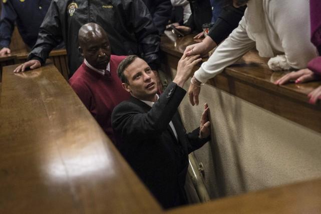 À l'annonce du verdict, Oscar Pistorius a été... (AFP, Marco Longari)
