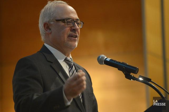 Le ministre des Finances, Carlos Leitao, fait miroiter les baisses d'impôts à... (Archives La Presse)
