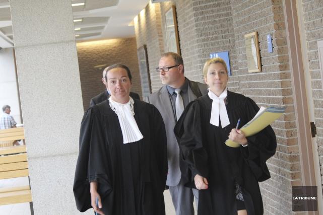 Les procureurs aux poursuites criminelles Me Stéphanie Landry... (La Tribune, René-Charles Quirion)
