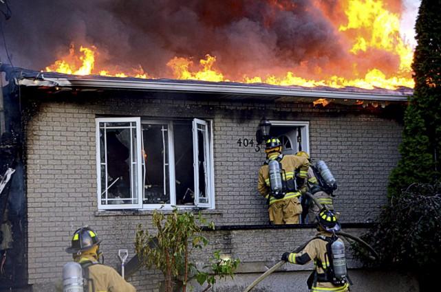 L'incendie s'est déclaré mardi vers 19h45 au 4045... (Collaboration spéciale, Éric Beaupré)