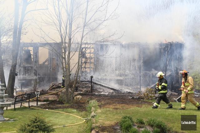 Un incendie a complètement rasé la demeure située... (archives La Voix de l'Est)