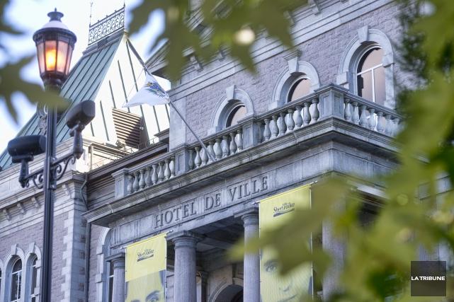 L'abolition d'un poste de secrétaire-réceptionniste au cabinet de... (Archives, La Tribune)