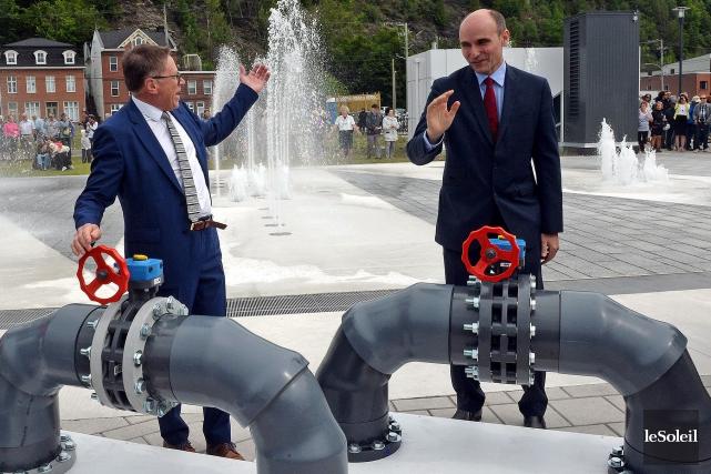 Le ministre fédéral Jean-Yves Duclos et le maire... (Photothèque Le Soleil, Erick Labbé)
