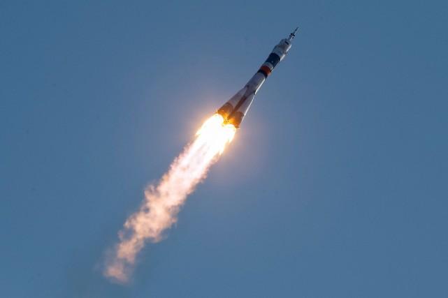 Le cosmonaute russe Anatoli Ivanichine et les astronautes... (Photo Shamil Zhumatov, Reuters)