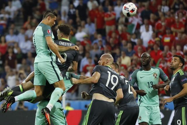 Cristiano Ronaldo a marqué de la tête à... (AP, Frank Augstein)
