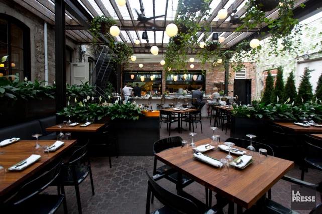 terrasses jatoba ap ro de luxe ve dumas restaurants. Black Bedroom Furniture Sets. Home Design Ideas