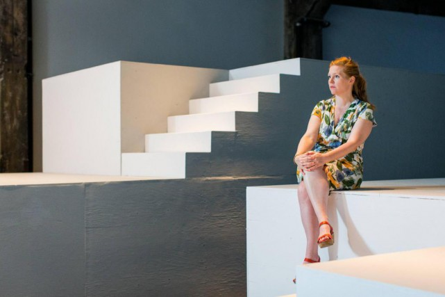L'artiste Ulla von Brandenburg assise sur un des... (Photo Edouard Plante-Fréchette, La Presse)