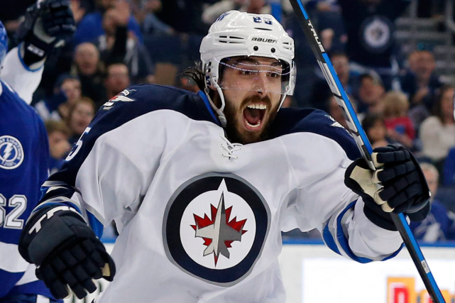 Mathieu Perreault... (Photo Mike Carlson, AP)