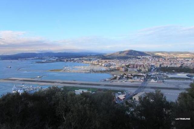Du rocher de Gibraltar, on aperçoit la piste... (La Tribune, Jonathan Custeau)