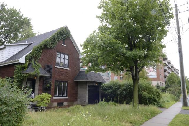 Des propriétaires d'une maison voisine de la Place... (Sylvain Mayer)