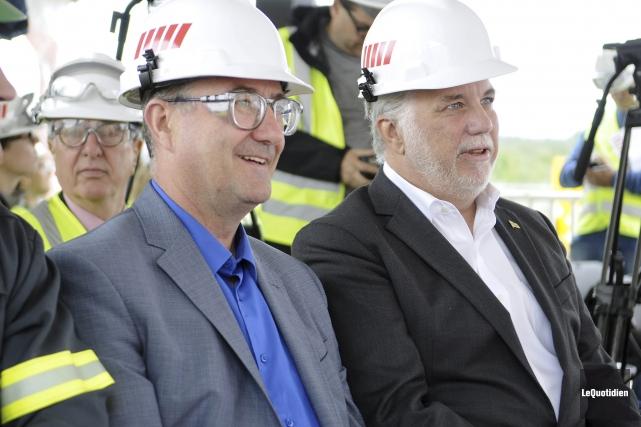 Le premier ministre Philippe Couillard et le chef... (Photo Le Quotidien, Mariane L. St-Gelais)