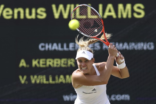 Angelique Kerber a empêché les soeurs Williams de... (AFP, Justin Tallis)