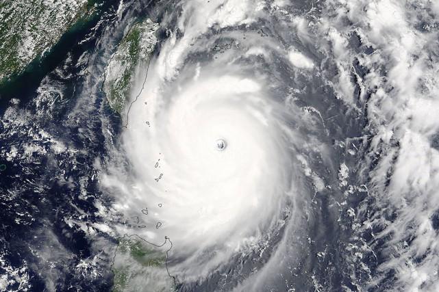 Le typhon a perdu un peu de sa... (PHOTO AFP/NASA)