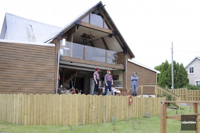 La maison coupée en deux est ouverte les... (Photo Le Quotidien, Mariane L. St-Gelais)