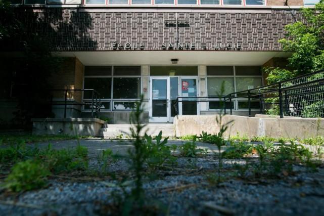 L'écoleSainte-Lucie, dans le quartier Saint-Michel, doit être détruite.... (PHOTO MARTIN TREMBLAY, LA PRESSE)