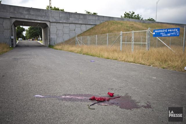Un adolescent âgé d'à peine 15 ans a été blessé par au moins un coup de couteau... (PHOTO PATRICK SANFACON, LA PRESSE)