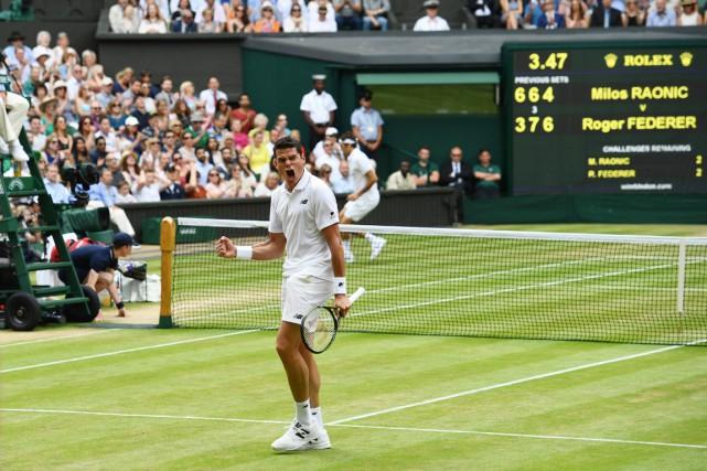 En battant le Suisse Roger Federer, Milos Raonic... (PHOTO LEON NEAL, AFP)