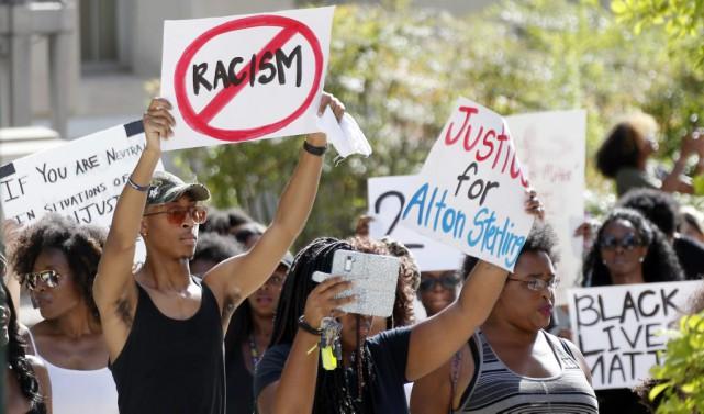 Dans la foulée des violences raciales qui ont... (AP, Rogelio V. Solis)