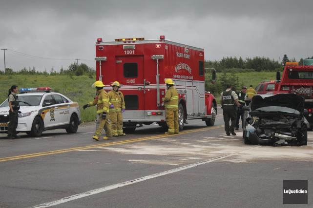 Trois personnes ont été blessées, vers 9h45 vendredi matin, dans une collision... (Photo Le Quotidien, Isabelle Tremblay)