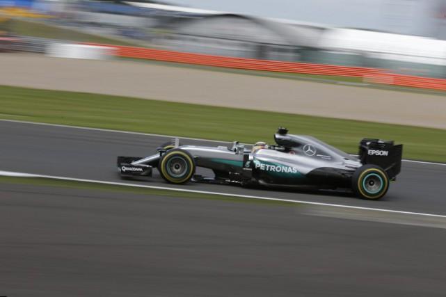 Lewis Hamilton a profité des problèmes de son coéquipier chez Mercedes Nico... (Luca Bruno, Associated Press)