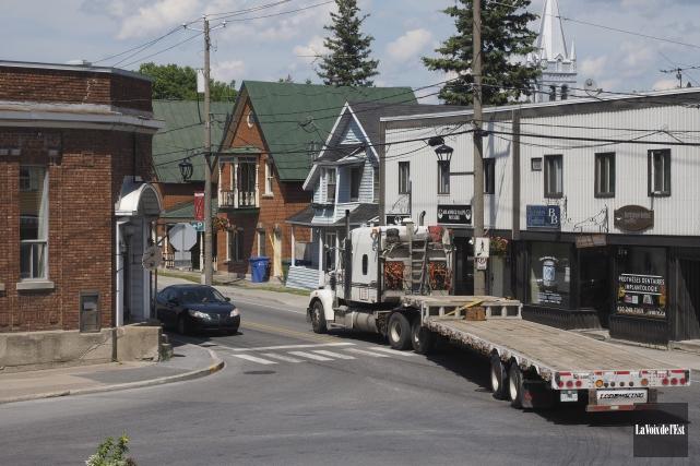 Le MTQ souhaite réaménager l'intersection des routes 202... (Alain Dion, La Voix de l'Est)