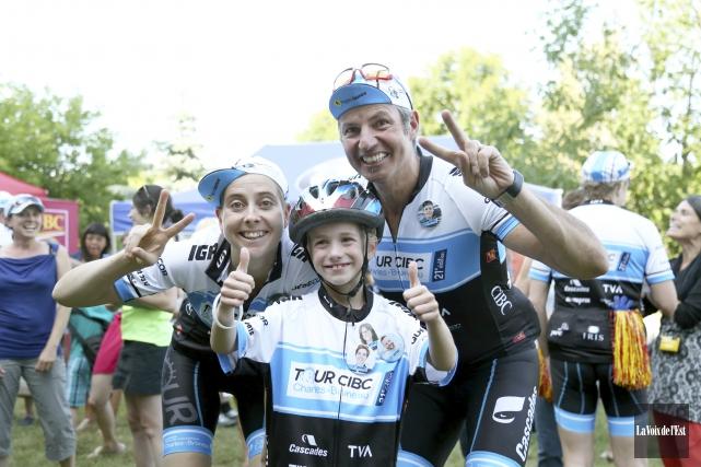 Les 30cyclistes participant au parcours du Courage ont... (Julie Catudal, La Voix de l'Est)