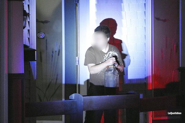 Peu après 00h30 samedi, l'homme est sorti de... (Photo Le Quotidien, Rocket Lavoie)