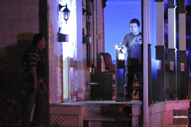 L'homme barricadé se servait d'une bonbonne au propane... (Photo Le Quotidien, Rocket Lavoie)