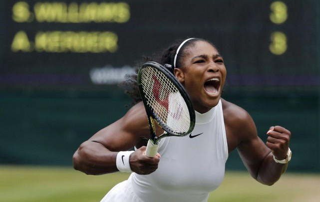Serena Williams compte maintenant 22 victoires en Grand chelem.... (PHOTO BEN CURTIS, AP)