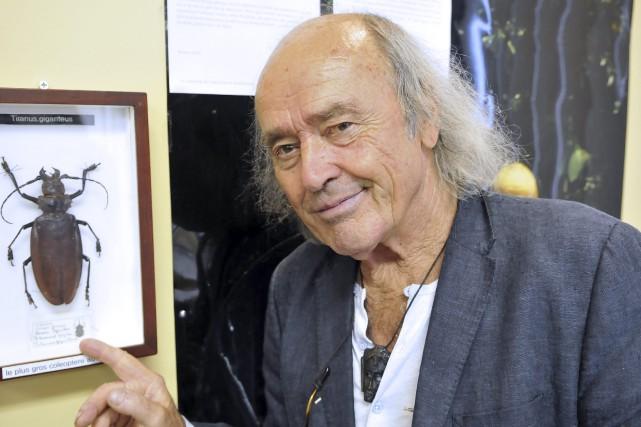 Le célèbre entomologiste Georges Brossard pose devant un... (Photo Le Progrès-Dimanche, Rocket Lavoie)