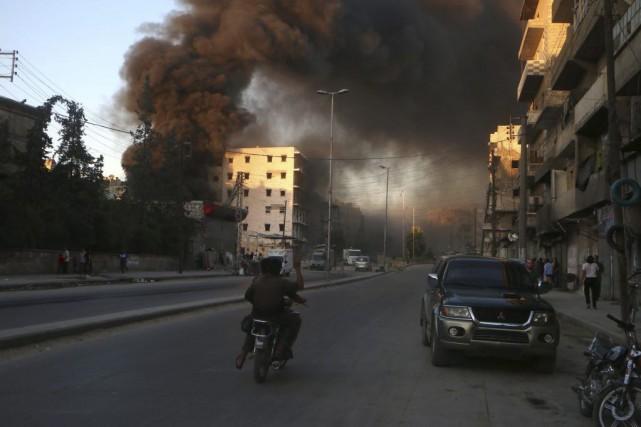 Les insurgés ont lancé samedi soir une contre-attaque... (Photo FADI AL-HALABI, Agence France-Presse)