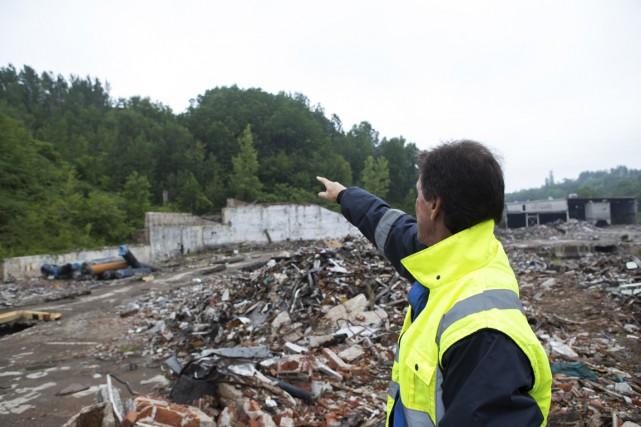 René Fugère, vice-président chez Recyclage Arctic Béluga, pointe... (Olivier Croteau)