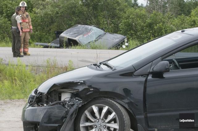 Après avoir percuté la voiture en tentant de... (Photo Le Quotidien, Michel Tremblay)