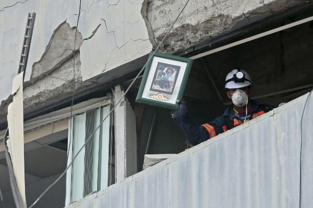 Un séisme de magnitude 7,8 avait fait quelque... (archives Agence France-Presse)
