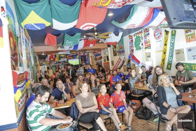 Quelque 75 personnes se sont rassemblées, dimanche après-midi,... (Photo Le Quotidien, Gimmy Desbiens)