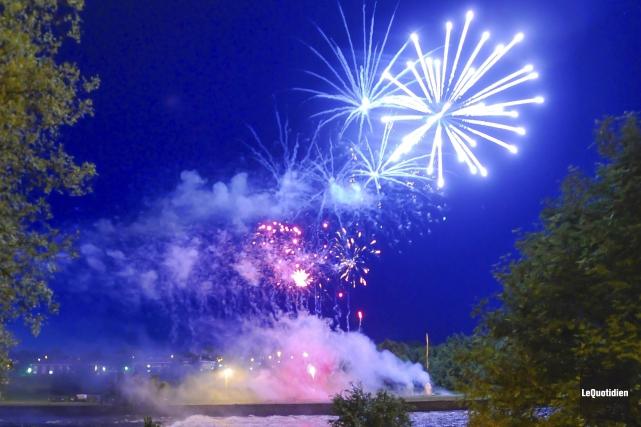 Le Festivalma se terminait, dimanche, avec des feux... (Photo Le Quotidien, Gimmy Desbiens)
