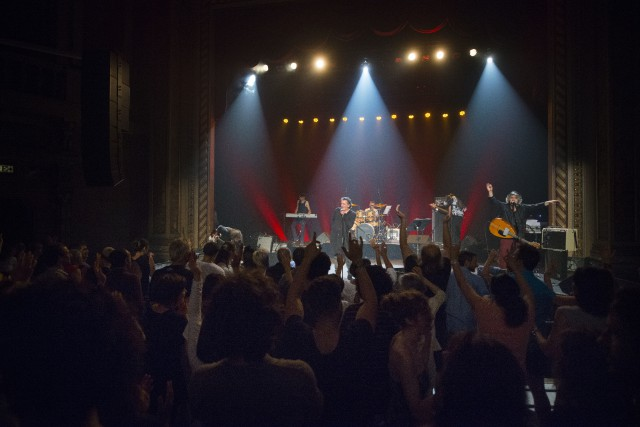 La seule présence sur scène du chanteur algérien... (Spectre média, Julien Chamberland)