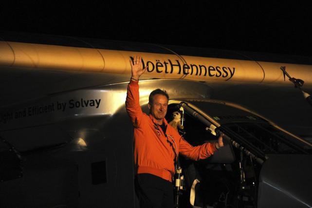 Le pilote suisse Andre Borschberg avant le décollage.... (Photo Cristina Quicler, Agence France-Presse)