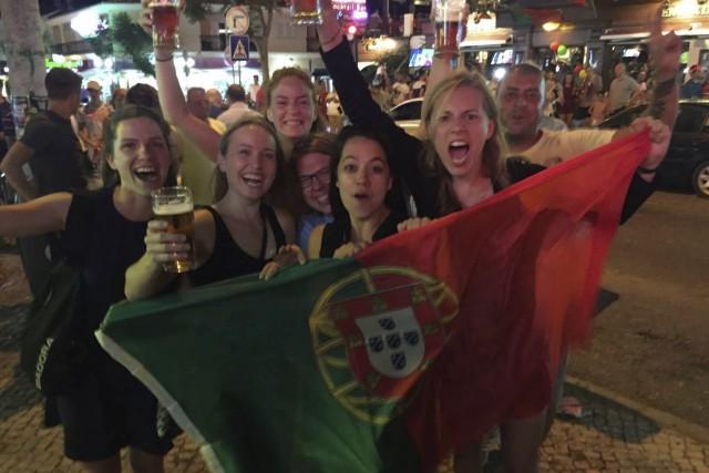 Camille Salvas, Justine Binoet et leurs amies drummondvilloises... (Photo fournie)