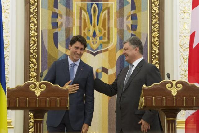 Justin Trudeau et Petro Porochenko... (PHOTO ADRIAN WYLD, LA PRESSE CANADIENNE)