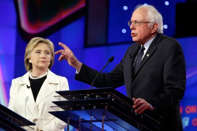 Bernie Sanders et Hillary Clinton lors d'un débat... (PHOTO SETH SENIG, ARCHIVES AP)