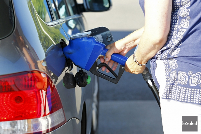 Le prix de l'essence à la pompe est... (Photothèque Le Soleil, Yan Doublet)