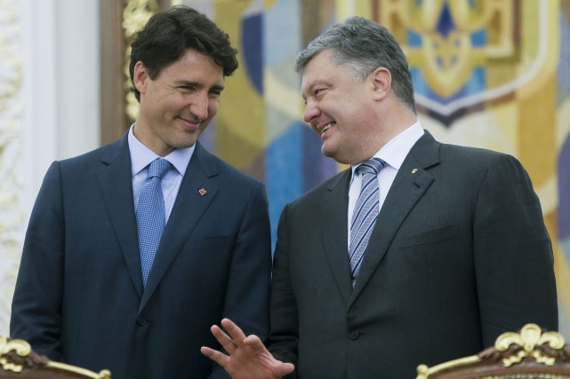 Le premier ministre canadien, Justin Trudeau, et le... (AP, Efrem Lukatsky)