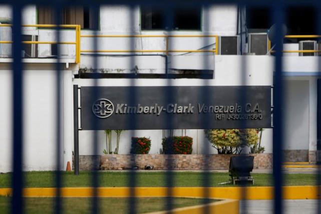 Kimberly-Clark a annoncé samedi cesser ses activités au... (PHOTO REUTERS)