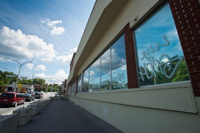 Voici trois ans que l'épicerie Provigo, angle Belvédère Sud et McManamy, a... (Spectre média, Jessica Garneau)