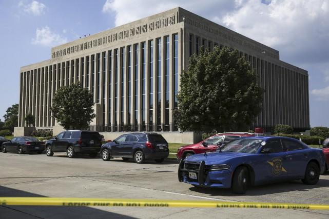 Un détenu aurait désarmé un policiers avant d'ouvrir... (AP, Chelsea Purgahn)